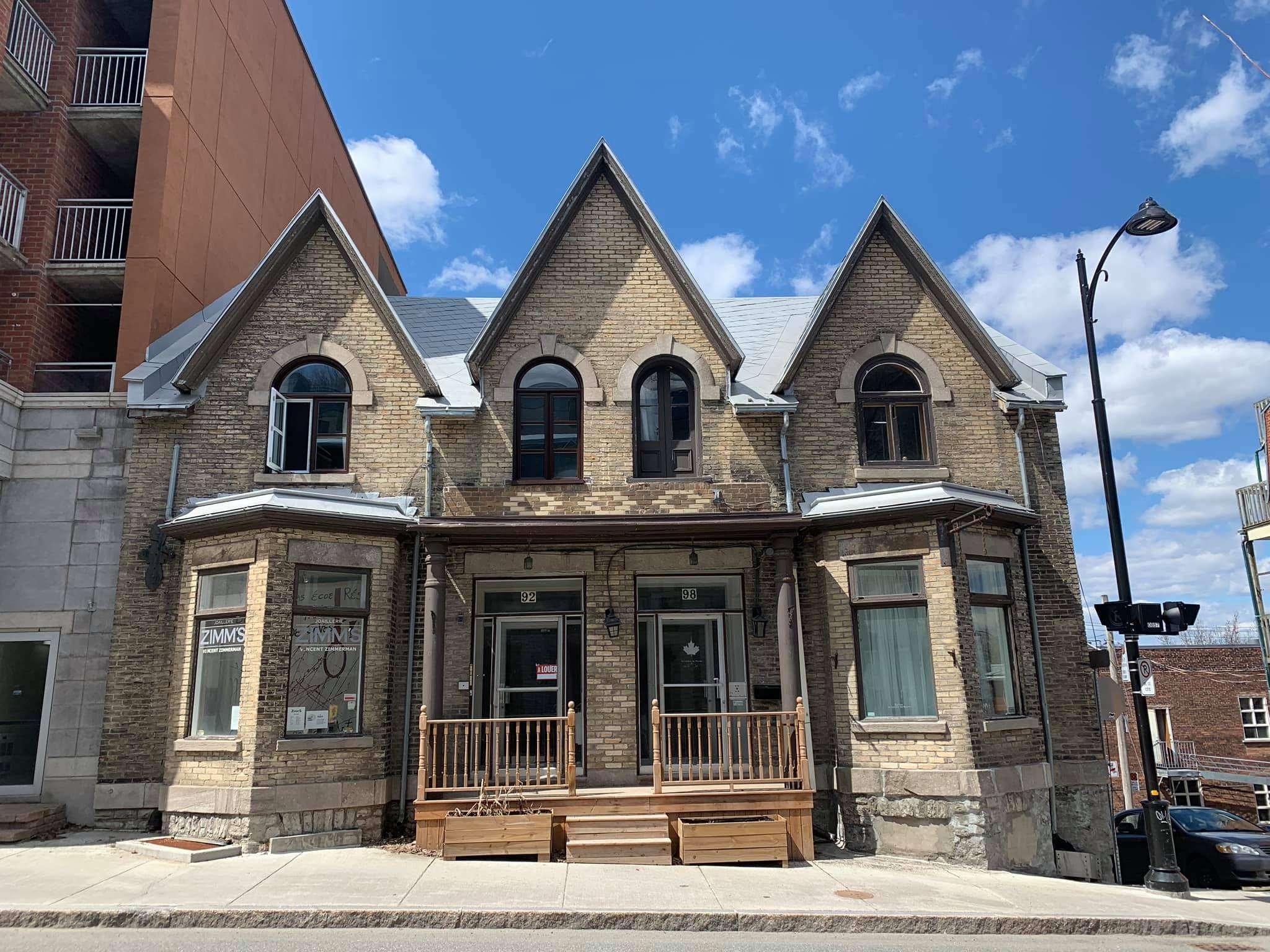 Toiture-ancestrale-Vieux-Quebec-toitures-urbi